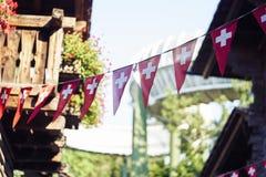 Bandeiras suíças em uma corda fotografia de stock royalty free