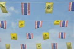Bandeiras tailandesas e da Buda Foto de Stock