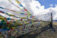Bandeiras tibetanas coloridas da oração Imagens de Stock