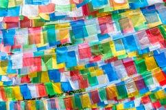 Bandeiras tibetanas coloridas da oração Fotos de Stock