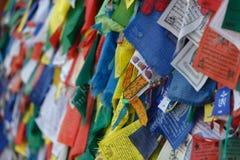 Bandeiras tibetanas coloridas da oração em Nepal Imagens de Stock Royalty Free