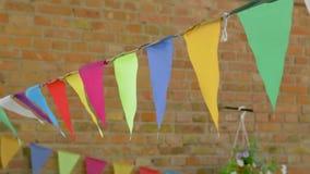 Bandeiras triangulares coloridas