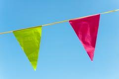 Bandeiras triangulares vermelhas e verdes Foto de Stock Royalty Free