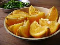 Bandeja anaranjada de la fruta imágenes de archivo libres de regalías