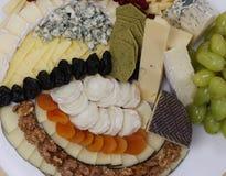 Bandeja Assorted do queijo fotos de stock royalty free