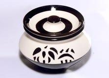 Bandeja cerâmica do potenciômetro com projetos do estêncil Foto de Stock Royalty Free