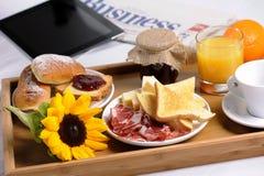 Bandeja con el desayuno Fotografía de archivo