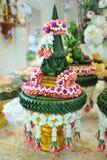 Bandeja con el pedestal para casarse Imagenes de archivo