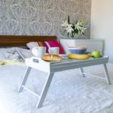Bandeja con las manijas - elegancia lamentable de la cama de Grey Serving Imagen de archivo libre de regalías