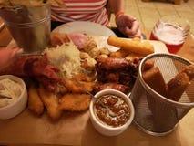Bandeja da carne do alimento ajustada no restaurante imagem de stock