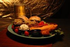 Bandeja da cerveja e do aperitivo Foto de Stock Royalty Free