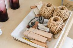 Bandeja de accesorios que hacen punto Imagenes de archivo