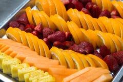 Bandeja de fruta fresca Imagen de archivo libre de regalías
