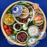Bandeja de la decoración de comida meridional de Tailandia imagen de archivo