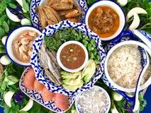 Bandeja de la decoración de comida meridional de Tailandia imagenes de archivo