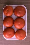 Bandeja de los tomates fotografía de archivo libre de regalías