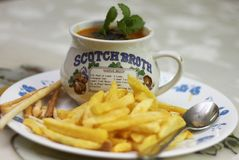 Bandeja de microplaquetas dos petiscos, de waffer & de sopa do tomate do copo 0f Imagens de Stock Royalty Free