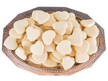 Bandeja de plata con los corazones de las tortas dulces. fotografía de archivo libre de regalías