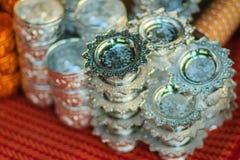Bandeja de plata hecha a mano del estilo tailandés hermoso con el pedestal para el sa Foto de archivo libre de regalías