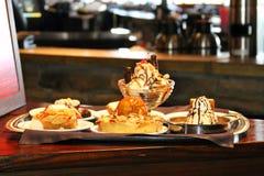 Bandeja de sobremesas luxuosos Foto de Stock Royalty Free
