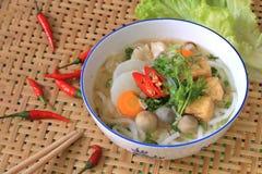 Bandeja de sopa de fideos vegetariana del arroz de Vietnam Foto de archivo