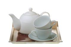 Bandeja de té con la tetera y las tazas aisladas Foto de archivo libre de regalías