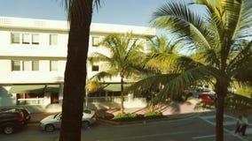 Bandeja de um canto na praia sul, Miami durante o dia video estoque