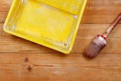 Bandeja del cepillo y de la pintura Foto de archivo libre de regalías