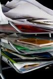 Bandeja del papel sucia con los papeles Imagen de archivo libre de regalías
