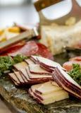 Bandeja del partido de la carne y del queso Fotografía de archivo
