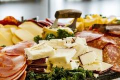 Bandeja del partido de la carne y del queso Foto de archivo libre de regalías
