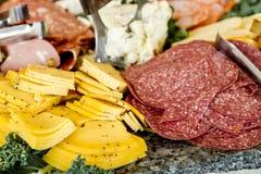 Bandeja del partido de la carne y del queso Fotos de archivo libres de regalías