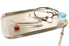 Bandeja do aço inoxidável com fontes dos cuidados médicos Foto de Stock