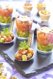 Bandeja do acionador de partida do feriado com aperitivos dos peixes Fotografia de Stock Royalty Free