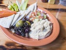 Bandeja do aperitivo com Hummus Imagens de Stock