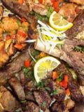 Bandeja do carvão vegetal de carnes imagens de stock royalty free