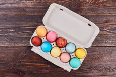 Bandeja do ovo na madeira marrom Fotografia de Stock