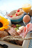Bandeja do pequeno almoço Fotos de Stock