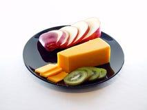 Bandeja do queijo e da fruta imagem de stock