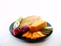 Bandeja do queijo e da fruta no branco imagem de stock royalty free