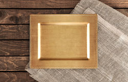 Bandeja do vintage em uma tabela de madeira alto Fotografia de Stock Royalty Free