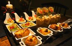Bandeja gastrónoma festiva del aperitivo Imagenes de archivo