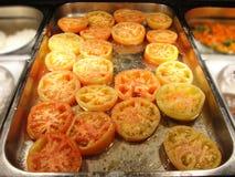 Bandeja grande de tomates cocidos deliciosos Imágenes de archivo libres de regalías