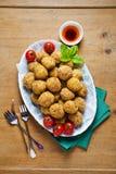 Bandeja italiana sana del aperitivo con las bolas Arancini, Gre del Risotto Fotografía de archivo