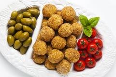 Bandeja italiana sana del aperitivo con las bolas Arancini, Gre del Risotto Foto de archivo libre de regalías