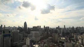 Bandeja sobre o dia moderno da skyline da cidade de Banguecoque video estoque