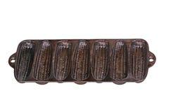 Bandeja temperado, velha da vara do milho do ferro fundido isolada no branco Imagens de Stock