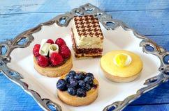 Bandeja tentador da sobremesa de pastelarias Imagens de Stock Royalty Free