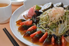 Bandeja vegetal do sushi do ovo misturado Imagens de Stock Royalty Free