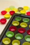 Bandeja vibrante do inl dos envoltórios do queque (copos do revestimento protetor) Fotos de Stock